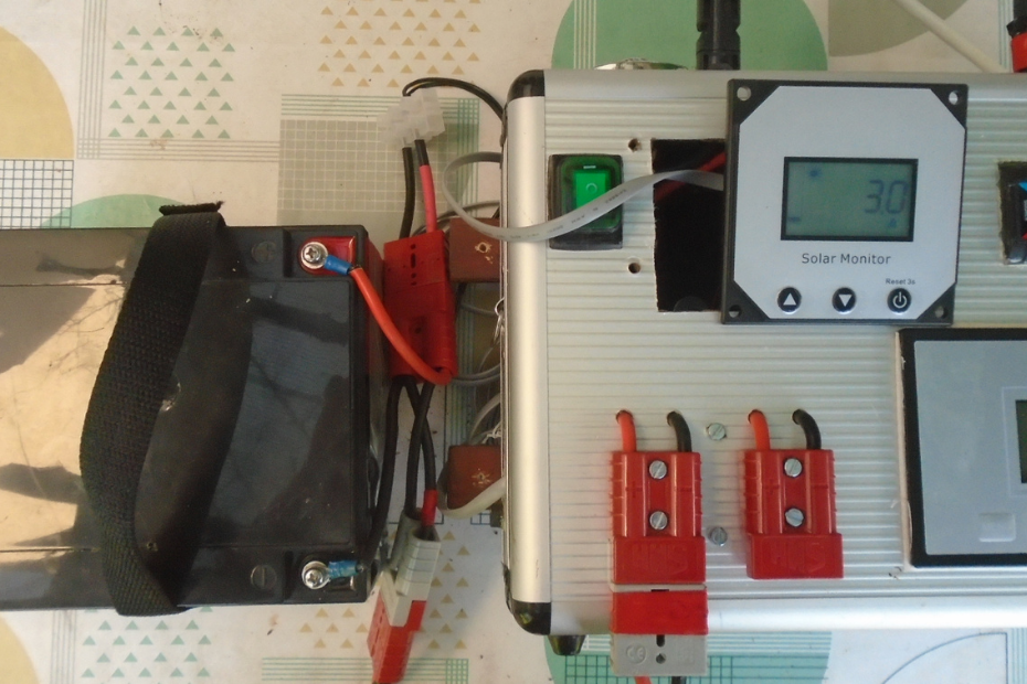 How do solar charge controllers work - featured image
